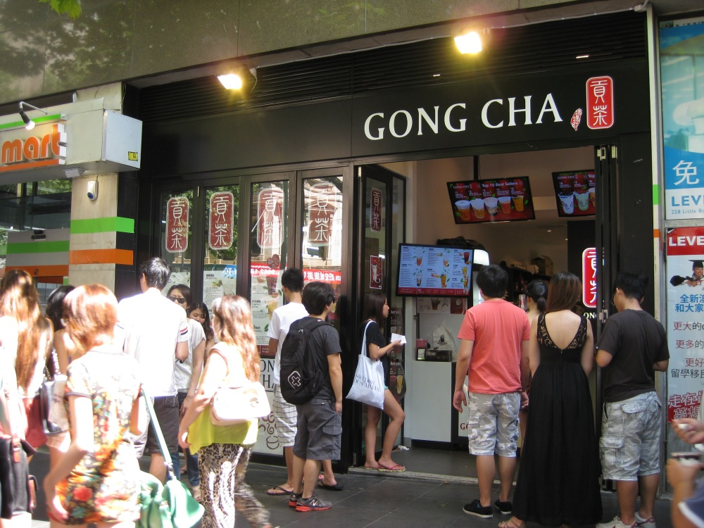 Many Asians queuing outside Swanston Street's Gong Cha. Photo: Mabel Kwong