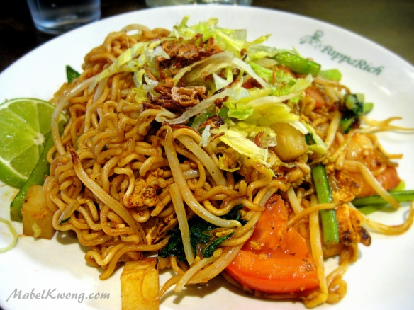 Fried food always tempts us into descending towards gluttony. Fried Maggi Goreng | Weekly Photo Challenge: Descent.